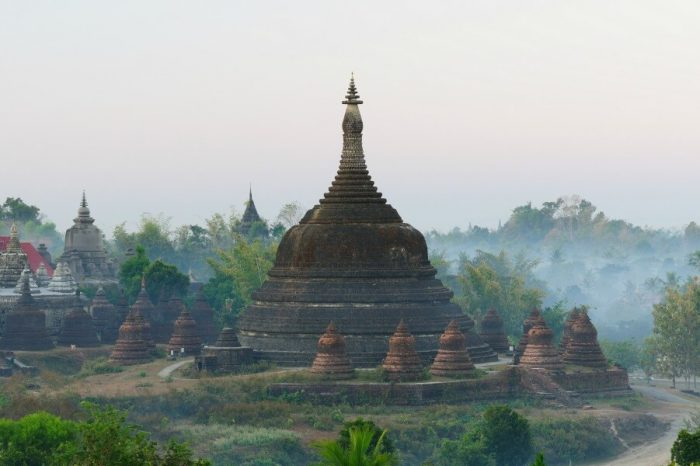 MRAUK U: THE HIDDEN CITY