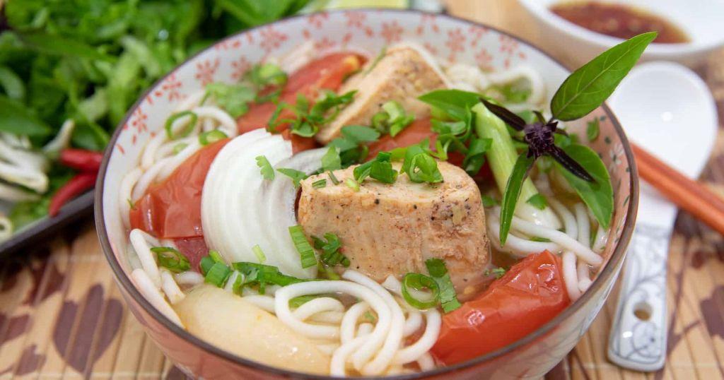 Bun ca vietnamese food - Image from http://runawayrice.com/noodles-rice/fish-rice-noodle-soup/