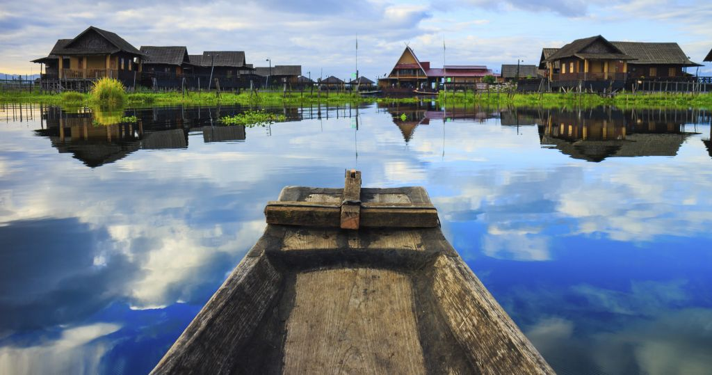 Why travel to Myanmar - boat in Inle lake