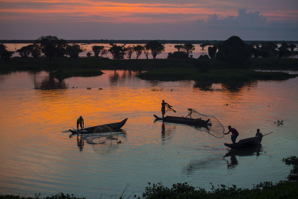 Facts about Cambodia - Tonle Sap lake is the largest saltwater lake in SEA