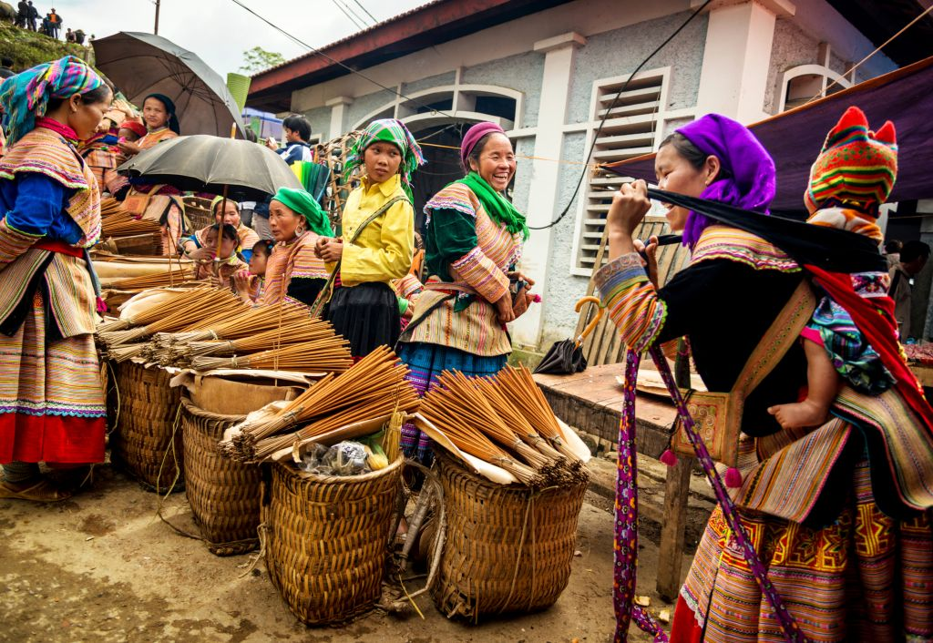 Interesting facts about Vietnam: Hill tribe going to local market