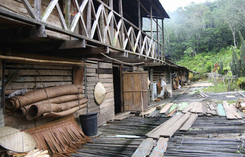 Malaysia Borneo A traditional longhouse Facts about borneo