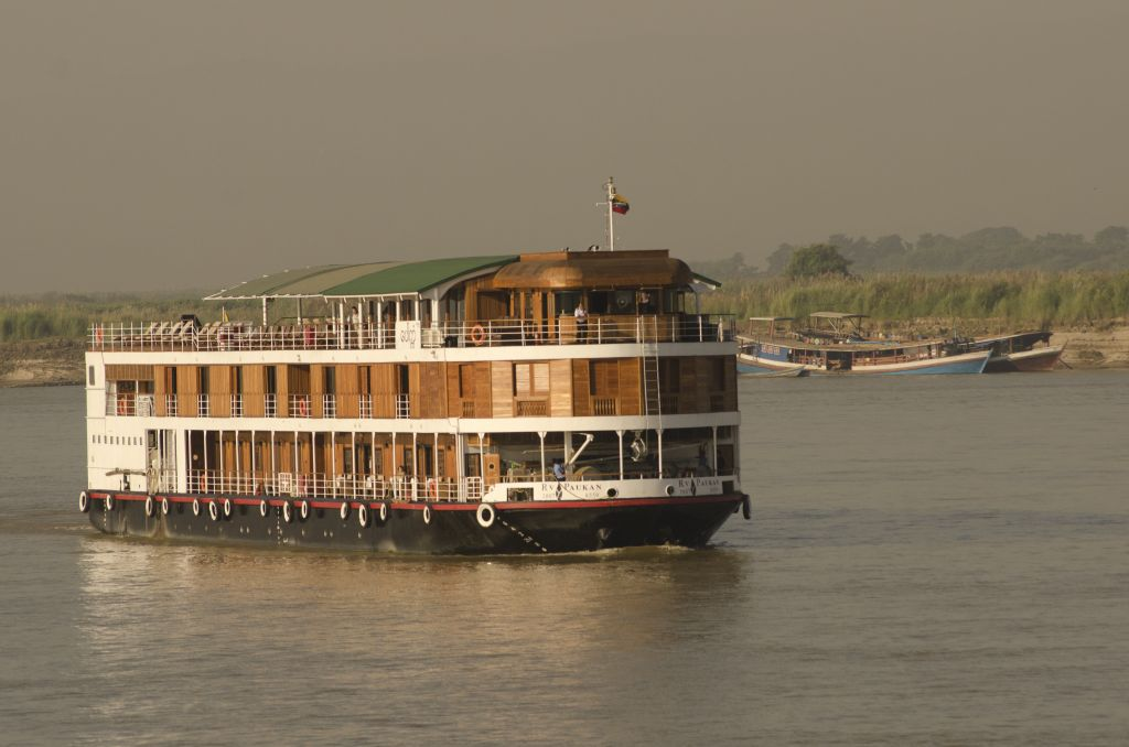 Luxury cruise along the Irrawaddy River