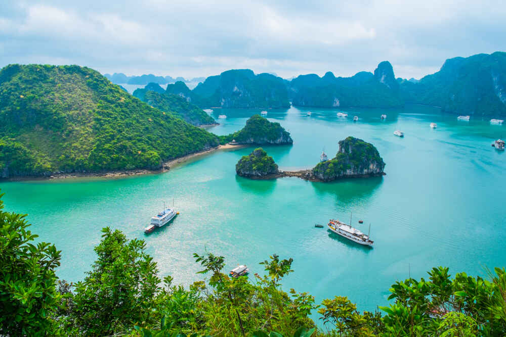 Vietnam Halong Bay luxury cruises in asia