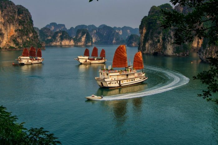 VIETNAM WORLD HERITAGE: A SHORT HALONG BAY CRUISE