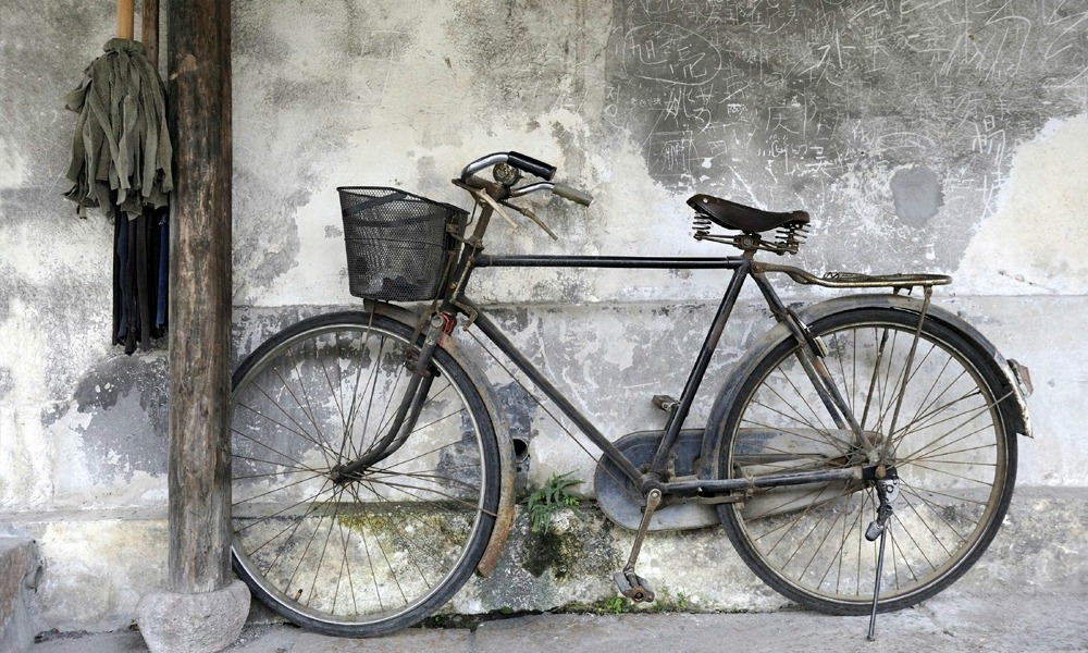 custom China tours: bike on the street