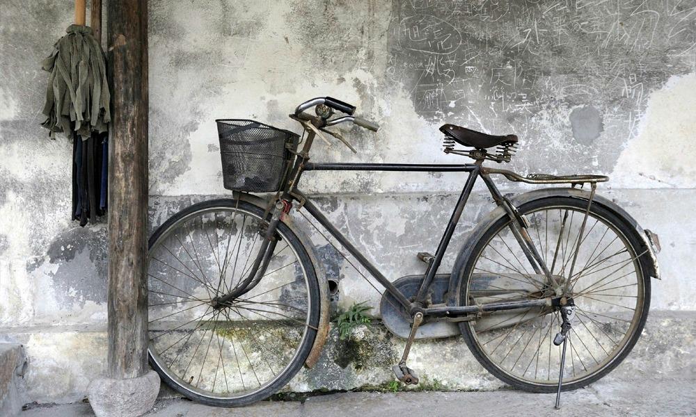 custom-China-tours-bike-on-the-street