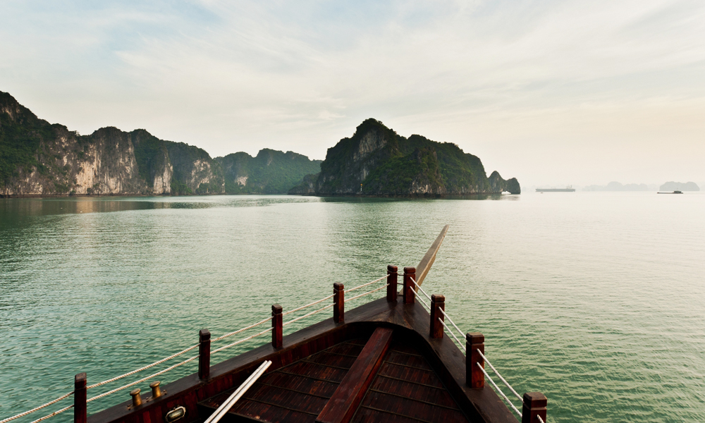 Hanoi and Halong Bay tour: Boat and mountains