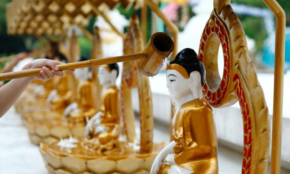 merits to Buddha in Myanmar