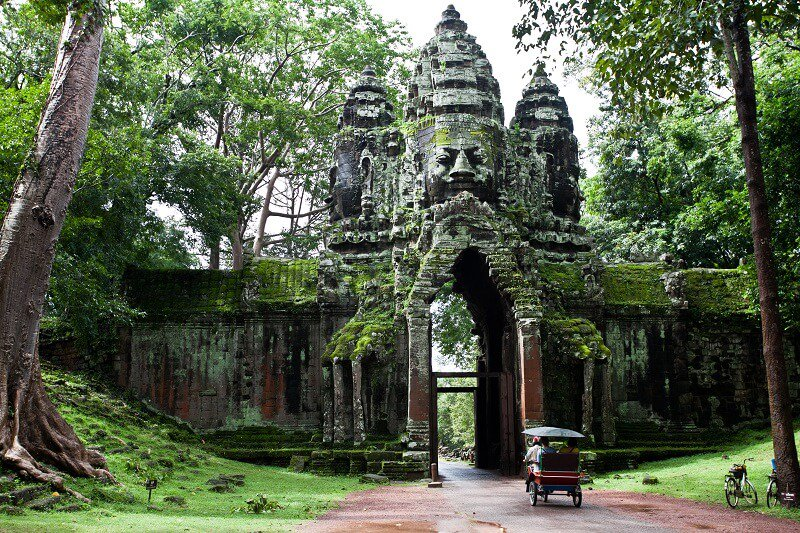 Vietnam and Cambodia family tour: rainy and peaceful day at Angkor Wat