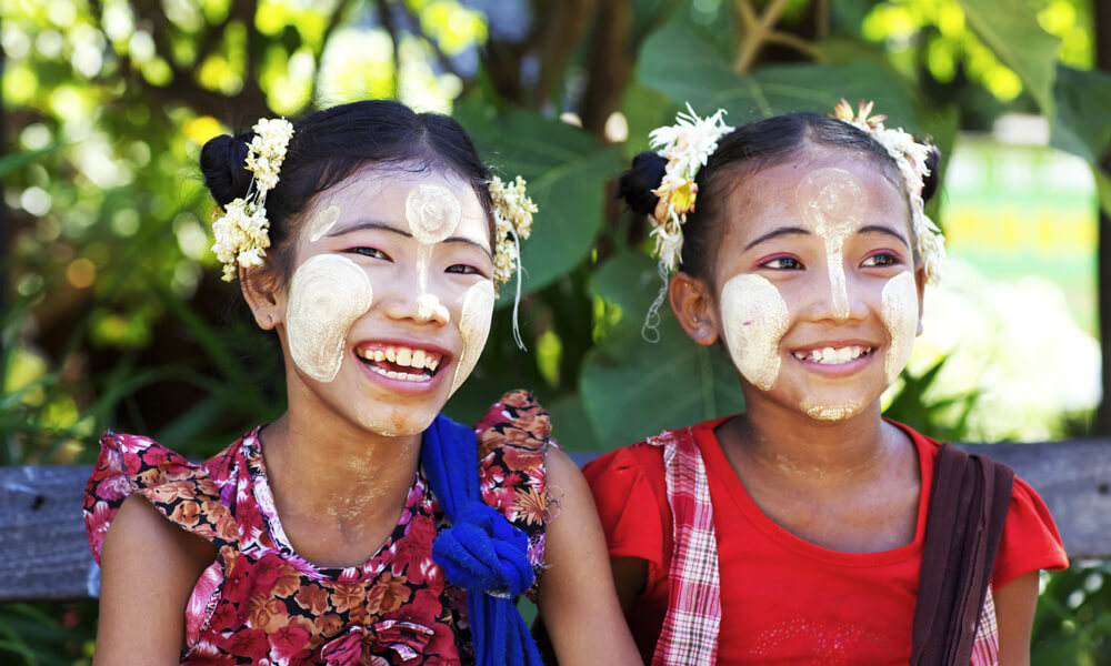 Mawlamyine and Hpa An tour: Burmese kids smiling