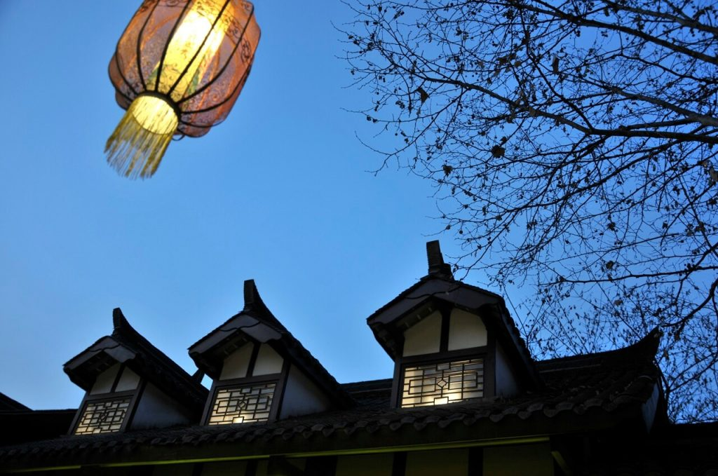 Yunnan by train: Chinese lantern and traditional building