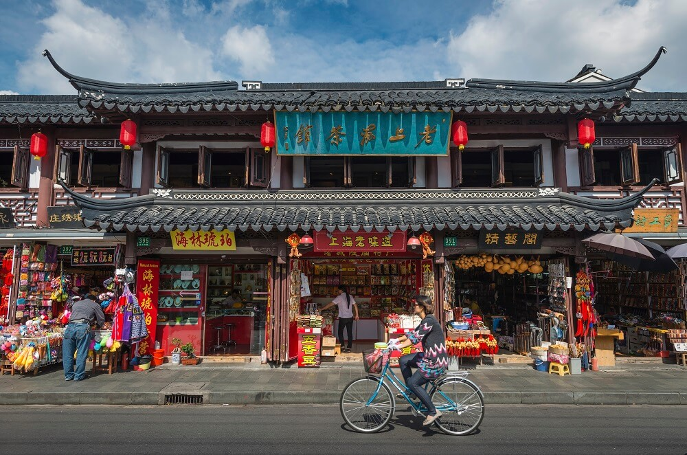 10 day China tour: Old Shanghai street