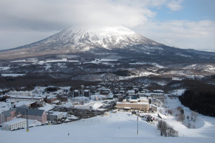 NISEKO SKI TOUR: ENJOY JAPAN'S FAMOUS SNOW SPOT