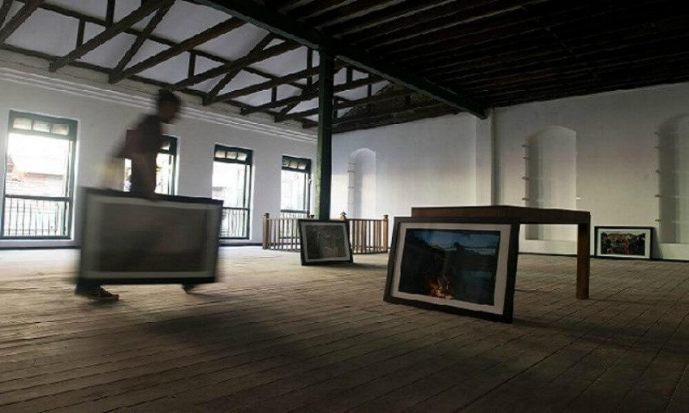 Luxury Myanmar tour: Art gallery in Yangon