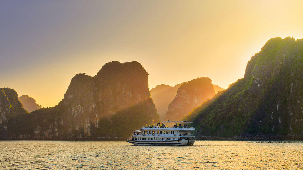 Grand tour of Indochina: Cruising along Halong Bay