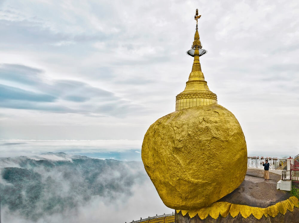 Mawlamyine and Hpa An tour: golden stone in Mynamar