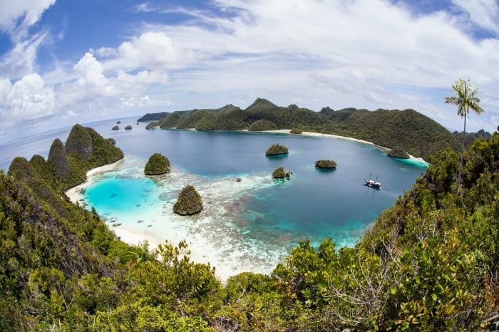 Indonesia Beach Holidays