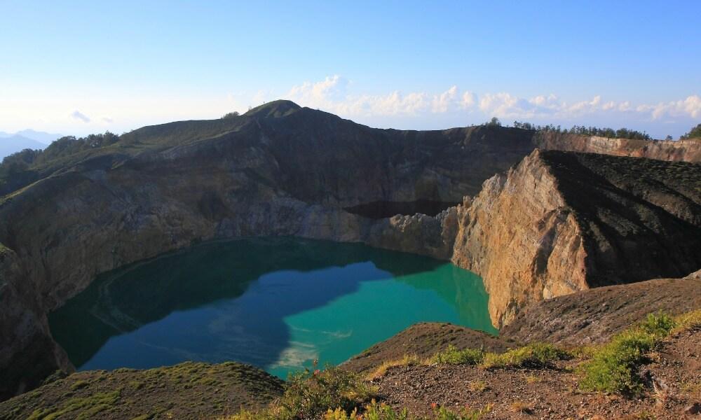 Flores and Komodo Tour: Mount Kelimutu