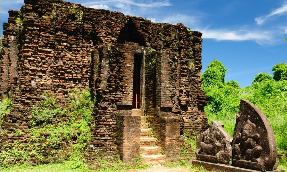 Saigon to Hanoi tour: temple ruins