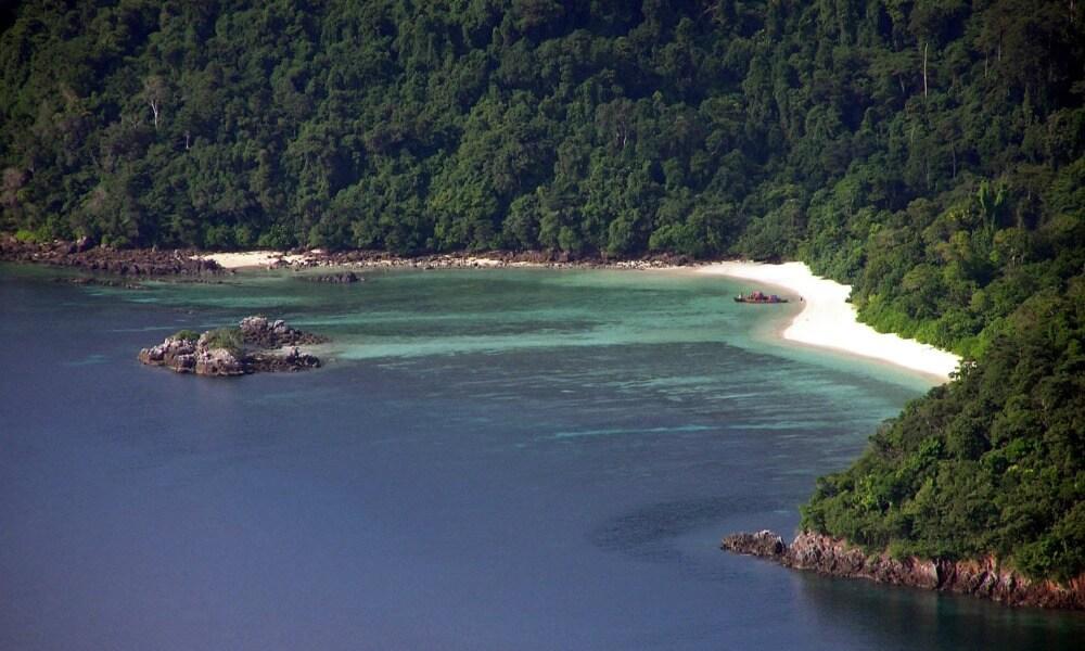 Myeik archipelago cruise: Kawthuang Airport