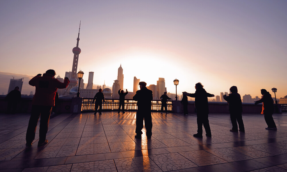 custom China tours: the bund shanghai