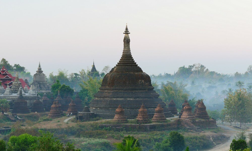 Mrauk U tour: temple in the mist