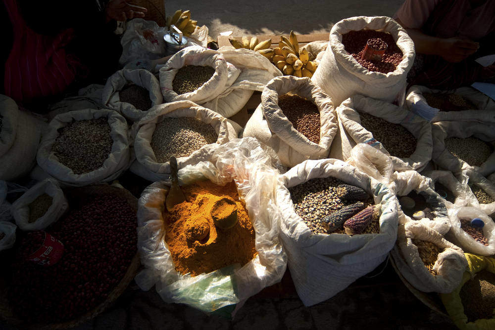 Myanmar culinary holiday: spices in bags