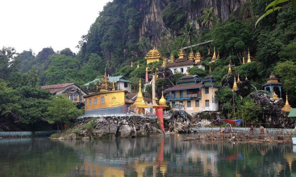 Mawlamyine and Hpa An tour: mountain with pagodas