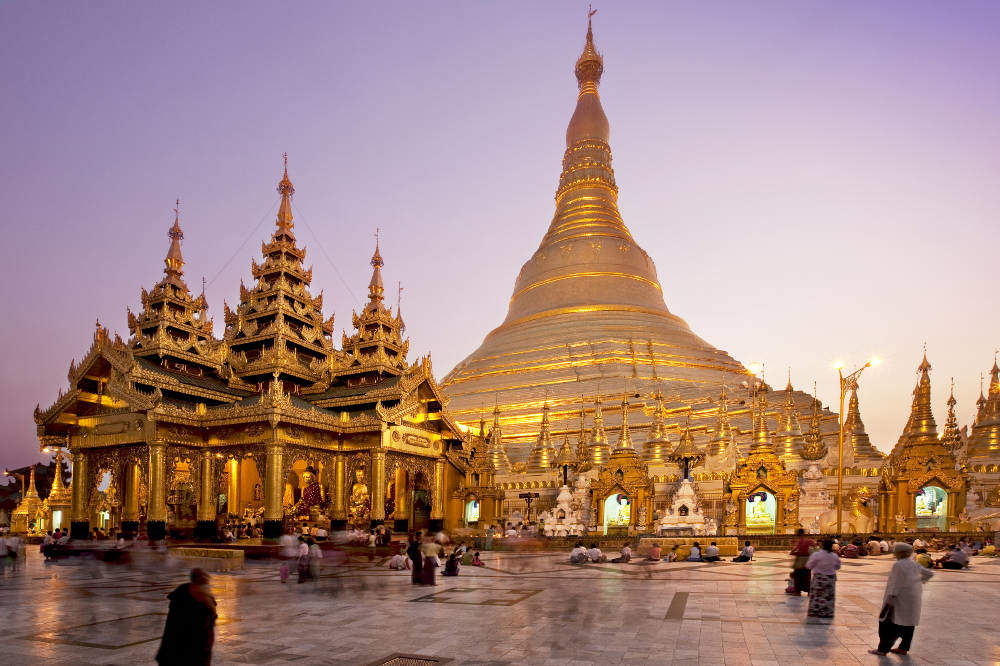Yangon private tour goes on Shwedagon Temple