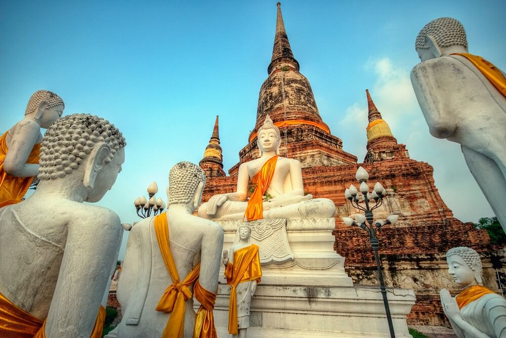 family holiday in Thailand: Temple and statues in Ayutthaya