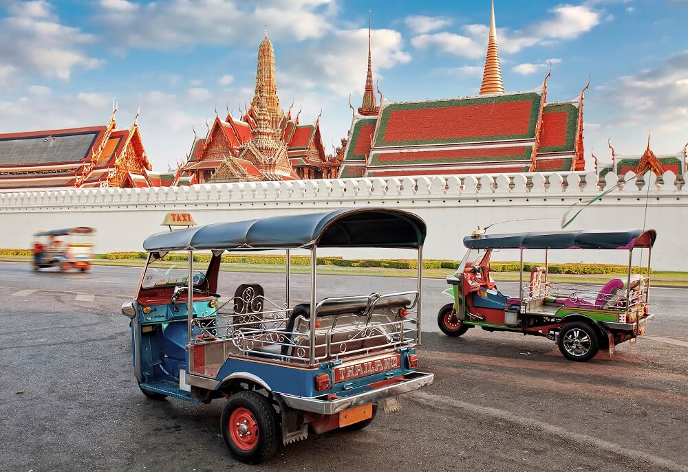 tuk tuks in front of the grand palace