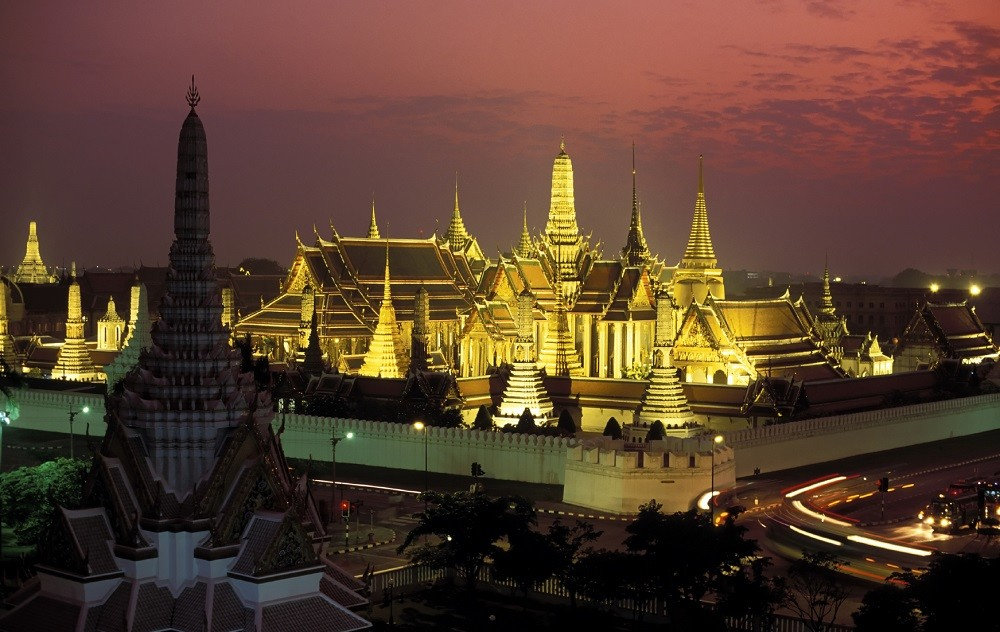 bangkok to angkor wat tour: wat phra kaeo at dusk
