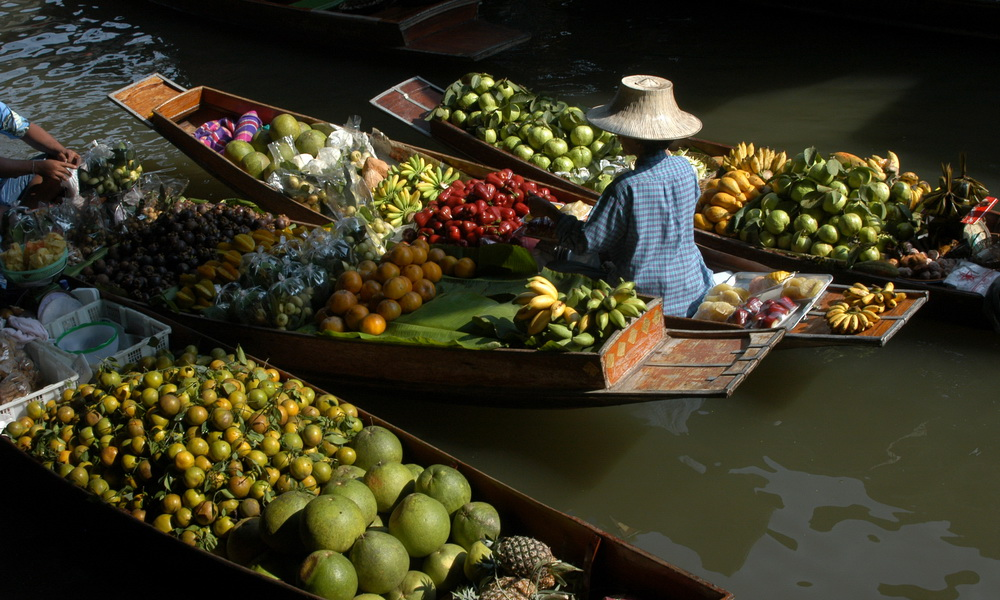 Kanchanaburi and River Kwai tour: floating market with the locals