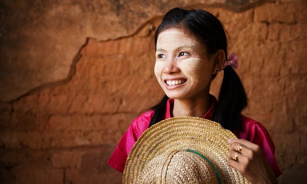 2 weeks in Myanmar: local woman