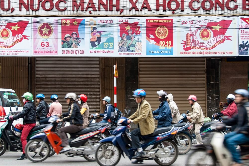 Hanoi cultural tour: motocycle drives in the street