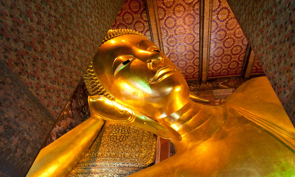 Bangkok food tour: reclining Buddha in wat pho, Thailand