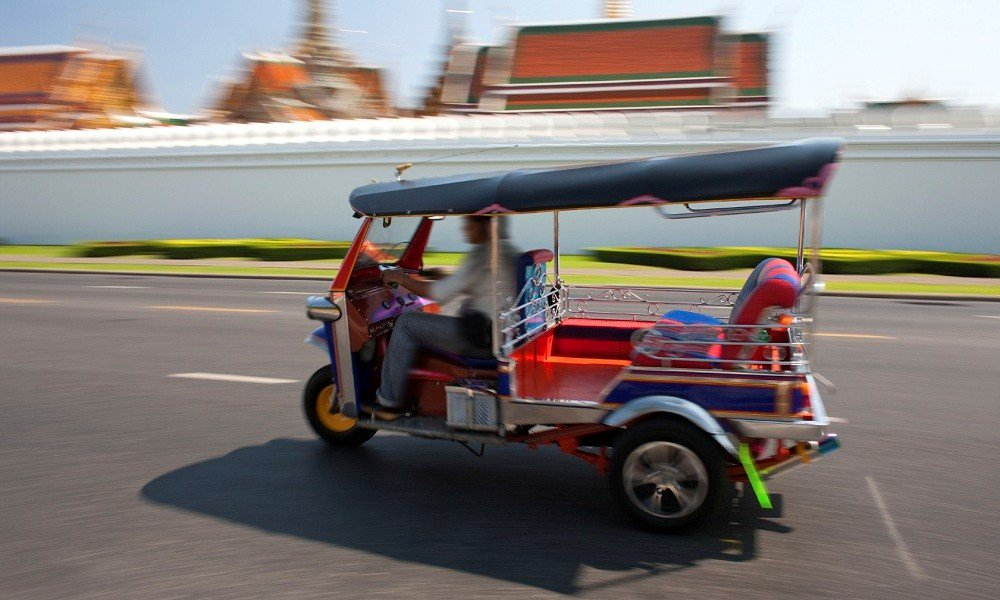 private tour thailand: tuk tuk in front of grand palace