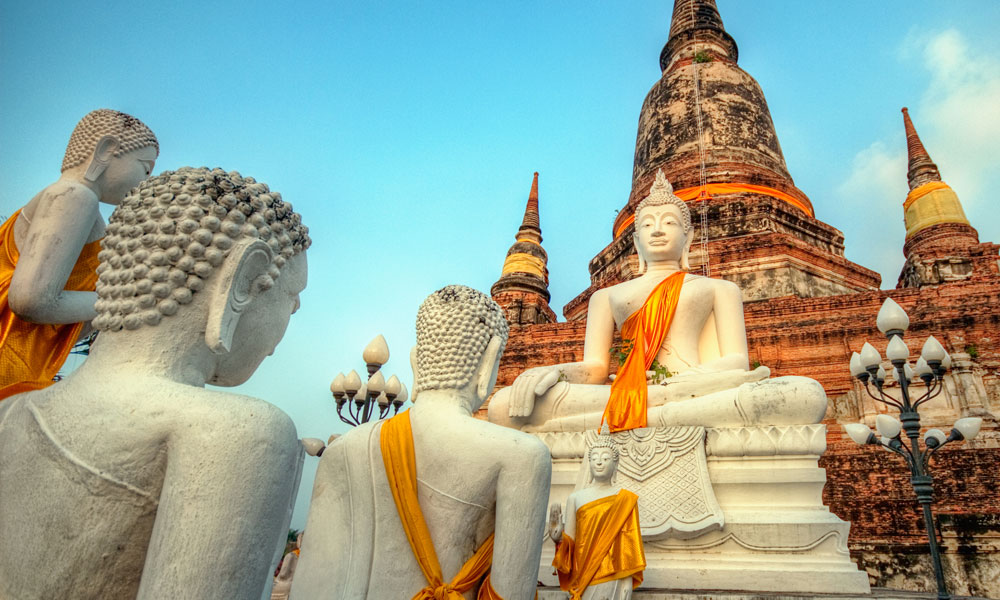 Thailand food tour: temple and Buddha statues