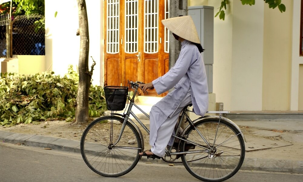 Hanoi and Halong Bay tour: local woman in a bike