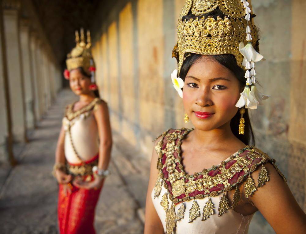 Khmer Cuisine Tour: Aspara dancers