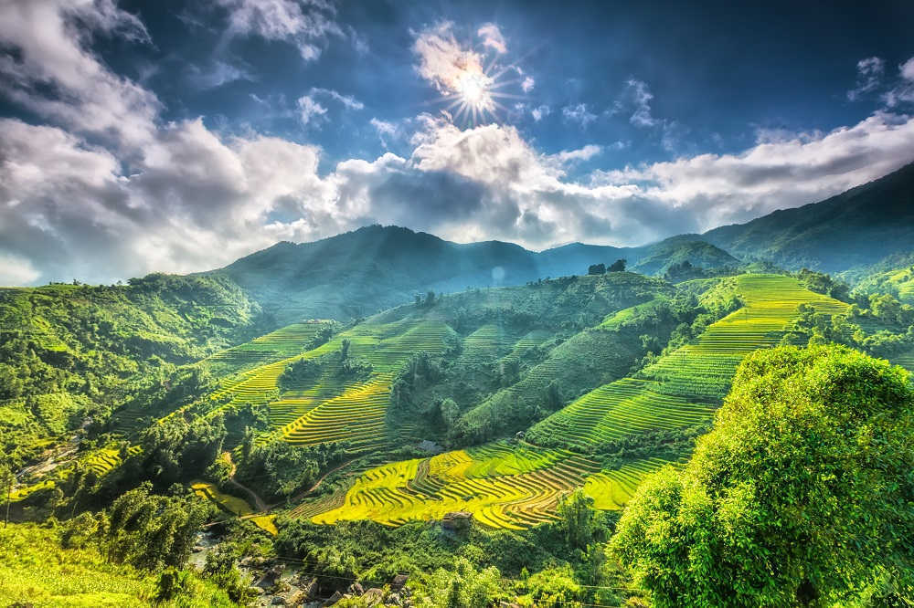 discover Sapa countryside and ladscape during a complete vietnam tour