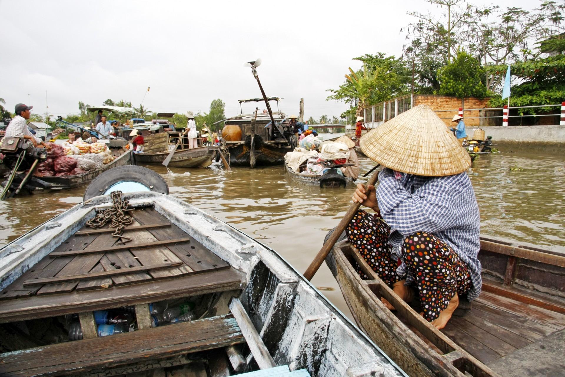 Family trip in Vietnam - Mekong Deta - cruising