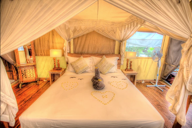 Luxury Glamping in Southeast Asia - La Cocoteraie Ecolodge, Gili Trawangan - bedroom