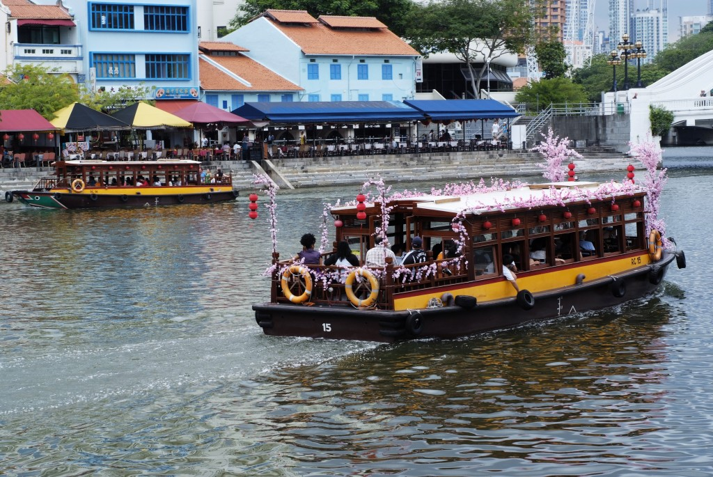 Icons of Singapore: bumboat tour along the river
