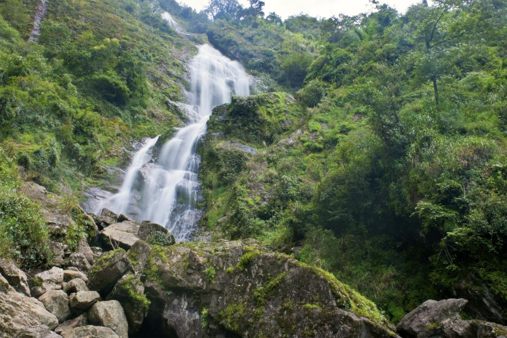 Vietnam for families: Sivler waterfall, Sapa, Vietnam
