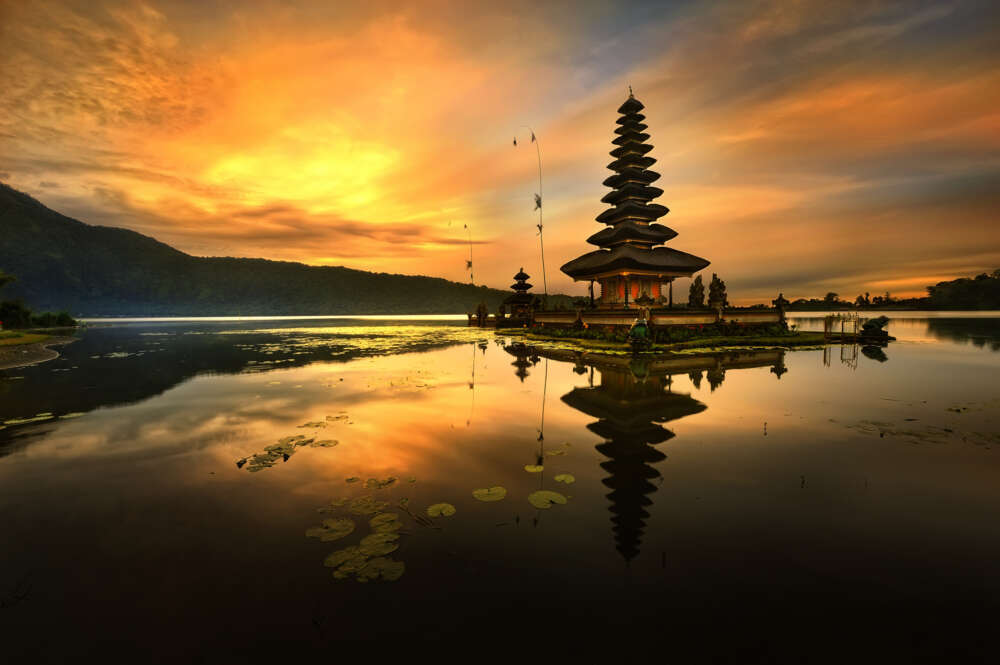 Bali honeymoon itinerary: Ulun Danur Temple