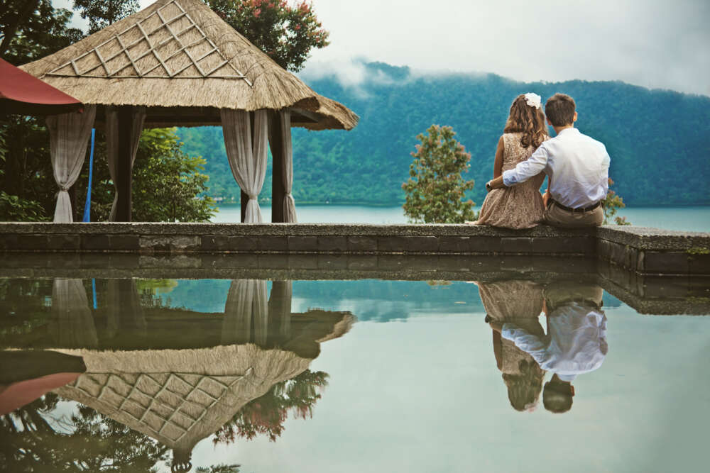 Couple in Bali honeymoon itinerary