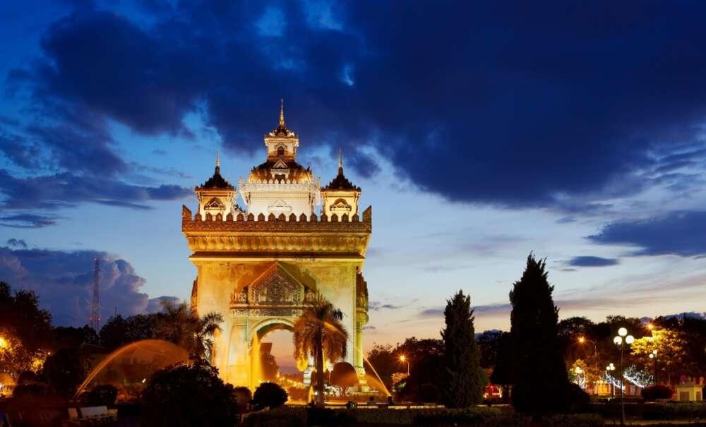 family-tour-Laos-Vientiane