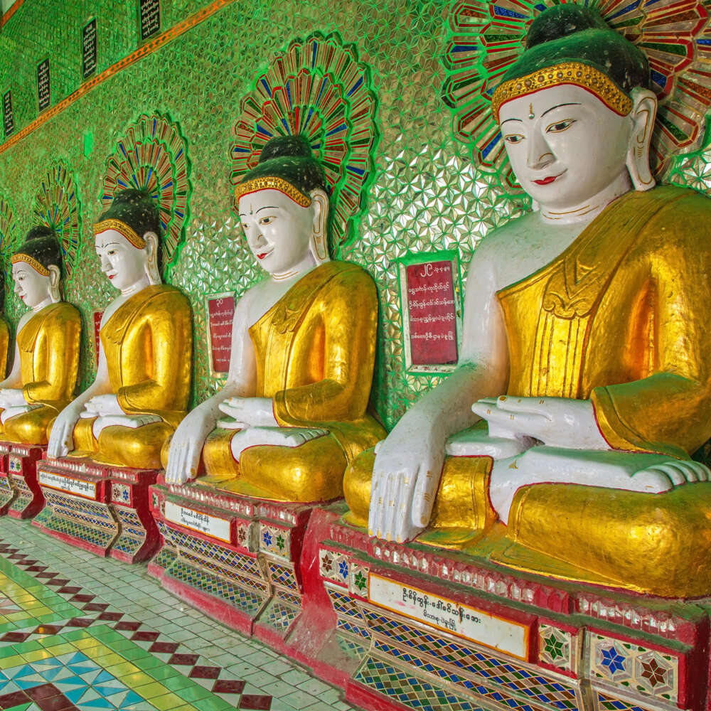 Travel and tour in Myanmar: Mandalay Buddhas